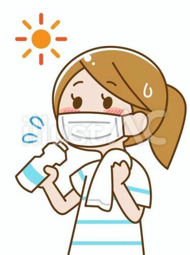 炎天下でマスクをして汗をかきながら水分補給する女性